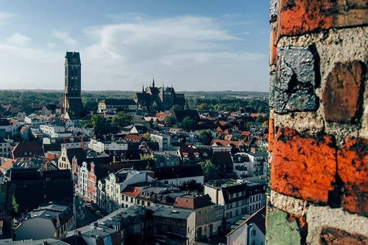 Den Frühling mit allen Sinnen genießen in den alten Städten an der Ostsee