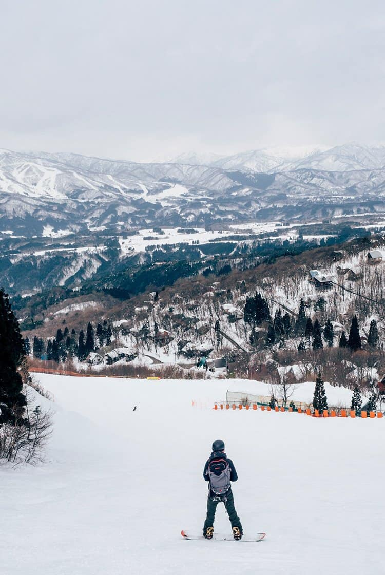 Snowboarden in Washigatake