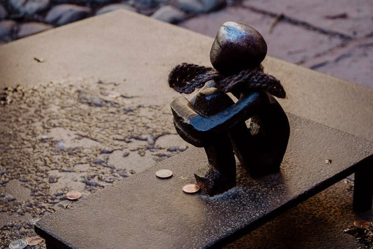 Järnpojke – der kleine Junge der auf den Mond sieht