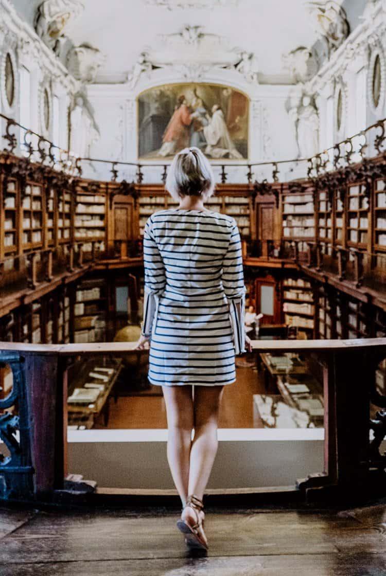 Besuche die Biblioteca Classense in Ravenna