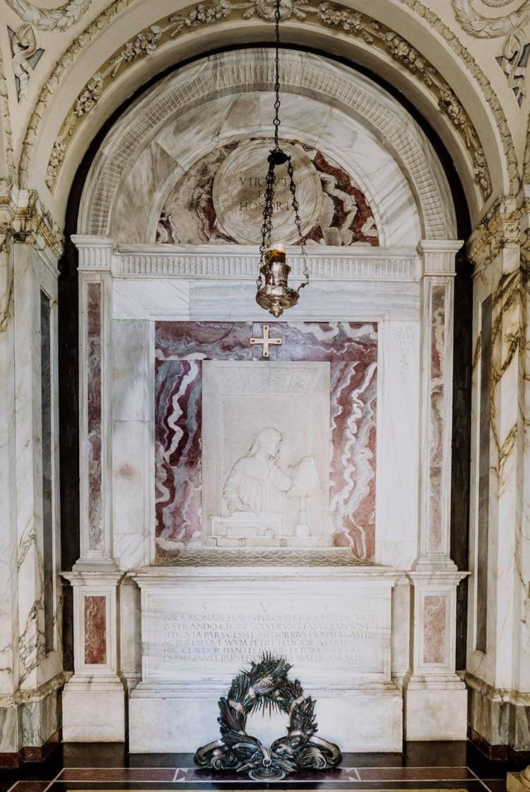 Das Dante Alighieri Grabmal in Ravenna
