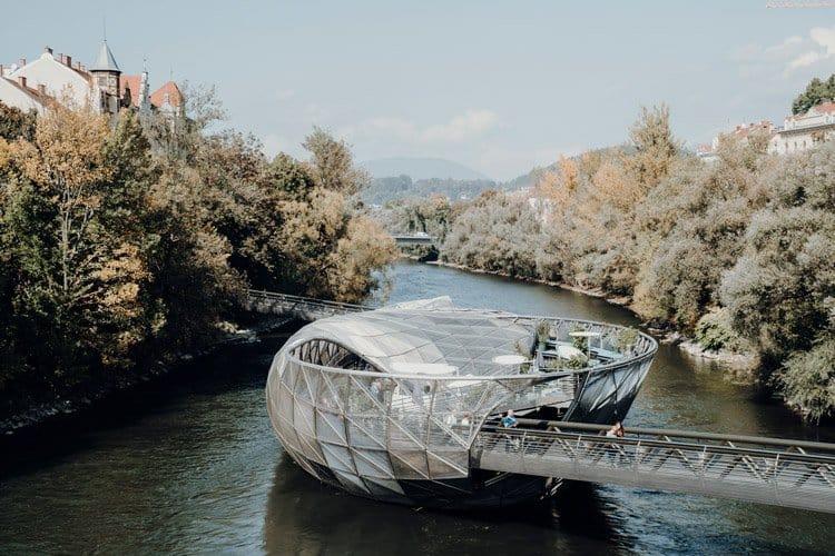 Die Murinsel – das wohl schönste Café in Graz