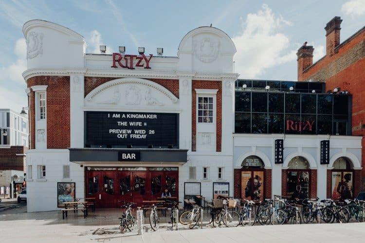 Besuche das Ritzy – eines der ältesten Kinos in London