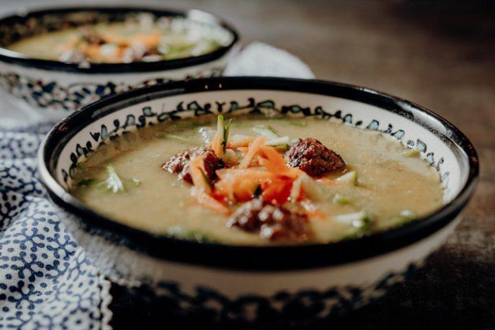 Türkische Gemüsesuppe mit Hackbällchen