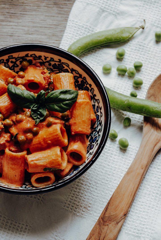 Die besten Pastarezepte aus Italien – Mezze Rigatoni al sugo e piselli