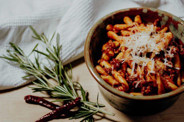 Die besten Pastarezepte aus Italien – Strozzapretti mit Salsiccia und Pecorino