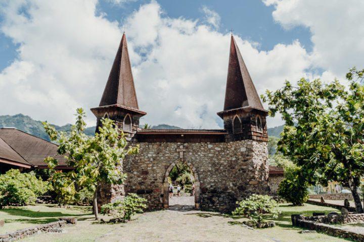 Glockentürme der ursprünglichen Kathedrale Taiohae Nuku Hiva