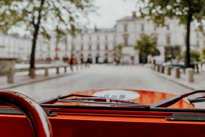 Orléans mit einem Elektro-Vintageauto erkunden