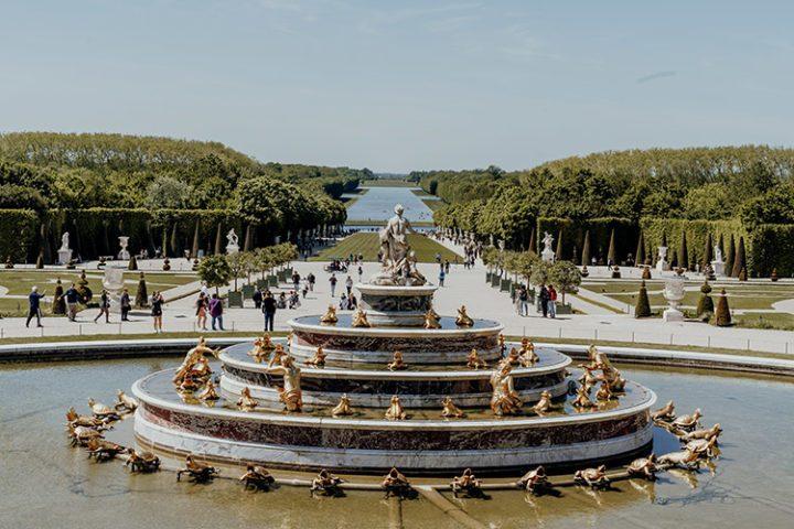 Erlebe die musikalischen Wasserspiele in den Schlossgärten von Versailles