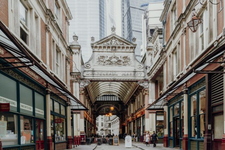 Bewundere die Architektur am Leadenhall Market in London