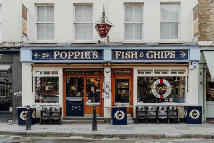 Iss die besten Fish & Chips der Stadt bei Poppie's in Shoreditch