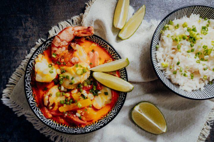 Moqueca baiana de peixe mit brasilianischem Reis