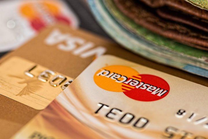 Dokumente & Kreditkarten, die auf der Fernreise Packliste nicht fehlen dürfen