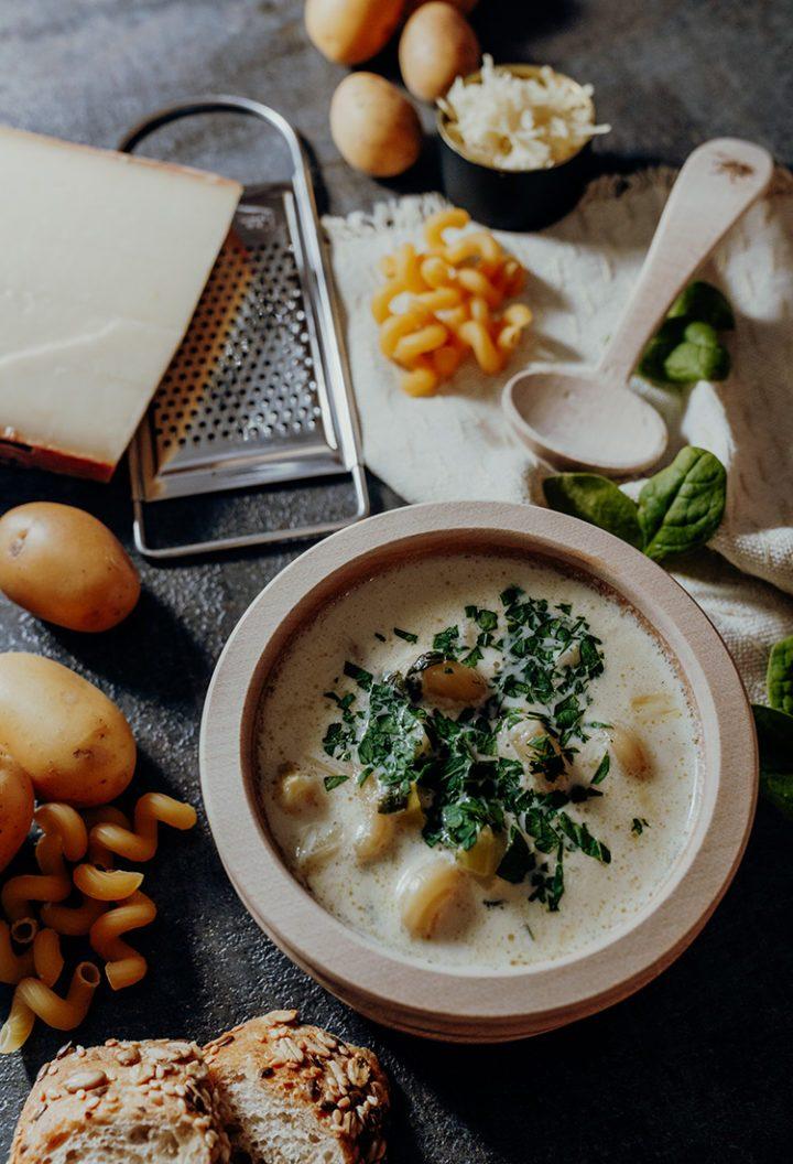 Soupe de Chalet – Schweizer Hüttensuppe mit Le Gruyère AOP