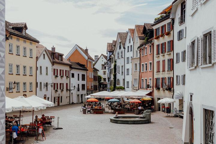 Lass Dich durch die Gassen der zauberhaften Altstadt von Chur treiben