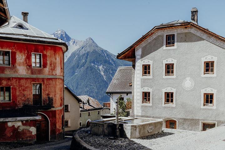 Mache einen Ausflug nach Tschlin, das schönste Dorf im Unterengadin