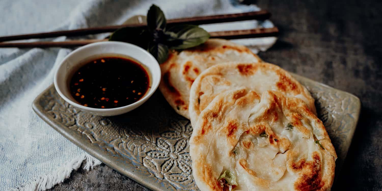 Chinesische Pfannkuchen mit Frühlingszwiebeln