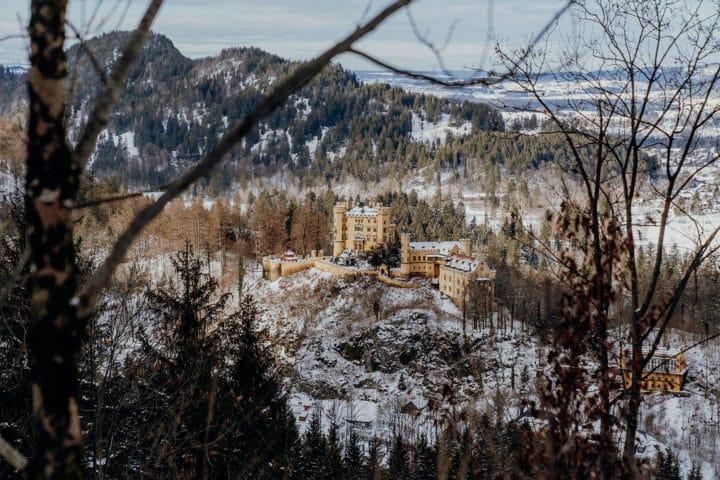 Blick vom Oberen Winterzugweg auf Schloss Hohenschwangau