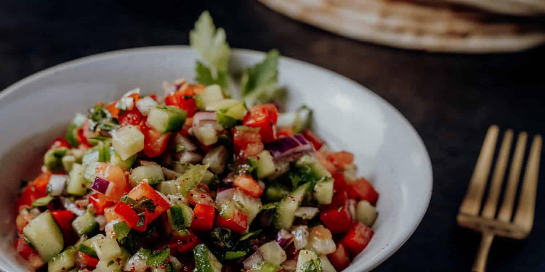 Israelischer Salat nach einem Rezept aus Tel Aviv