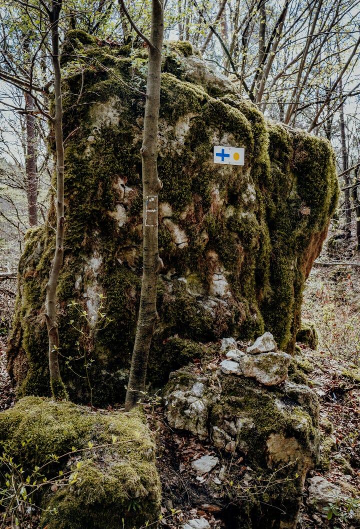 Bizarre Felsformationen begleiten uns auf dem Weg durch das Kipfental