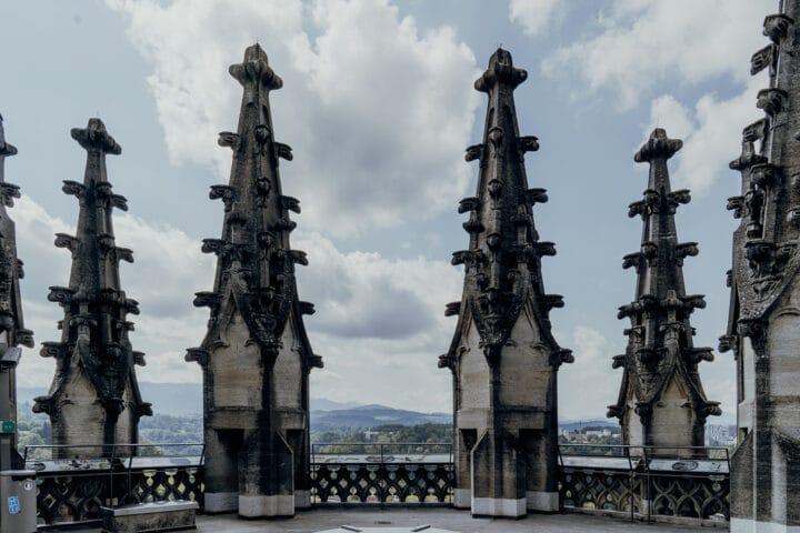 Auf dem Turm der Kathedrale St. Nikolaus in Fribourg