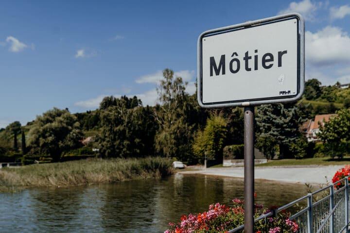Môtier – das zauberhafte Winzerdorf am Murtensee