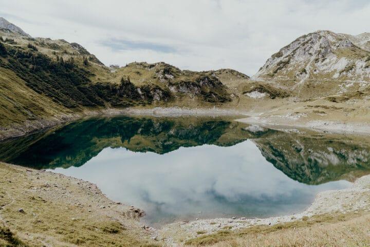 Der smaragdgrüne Formarinsee – der schönste Platz Österreichs