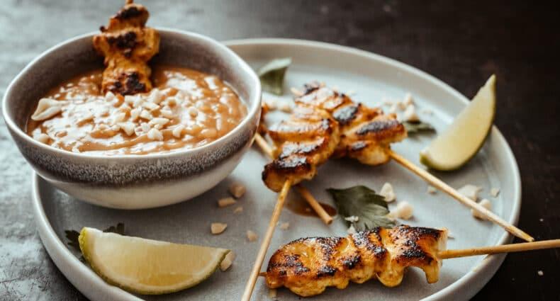 Thailändische Saté-Spieße mit Erdnuss-Sauce